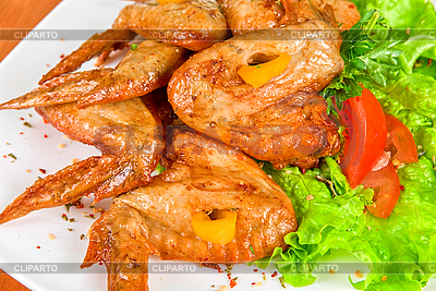 Pieczone skrzydełka z kurczaka | Foto stockowe wysokiej rozdzielczości |ID 3035100