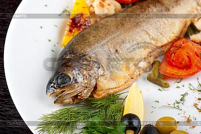 Forelle mit Gemüse | Foto mit hoher Auflösung |ID 3036329