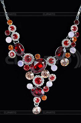Zbliżenie wisiorek z dużą perłą | Foto stockowe wysokiej rozdzielczości |ID 3037622