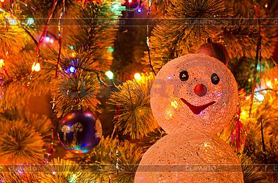 Weihnachtstanne mit Schneemann | Foto mit hoher Auflösung |ID 3076579