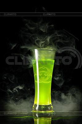 Grüner radioaktiver Alkohol mit Biogefahr-Symbol | Foto mit hoher Auflösung |ID 3019971