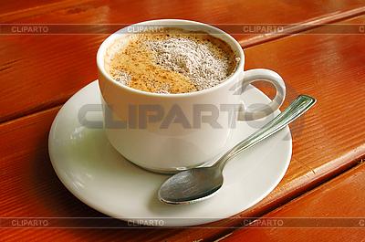 Puchar Cappuccino z metalową łyżką | Foto stockowe wysokiej rozdzielczości |ID 3023206