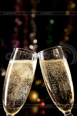 Kieliszki do szampana dokonywania tosty | Foto stockowe wysokiej rozdzielczości |ID 3023224
