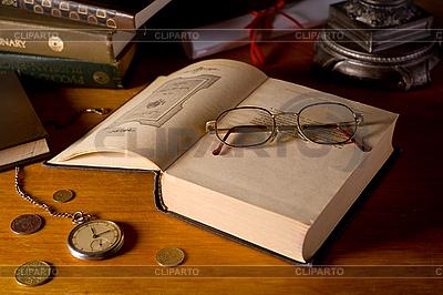Martwa natura z książek i okulary | Foto stockowe wysokiej rozdzielczości |ID 3023227