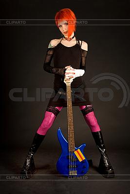 Рок девушка с бас-гитарой | Фото большого размера |ID 3023340