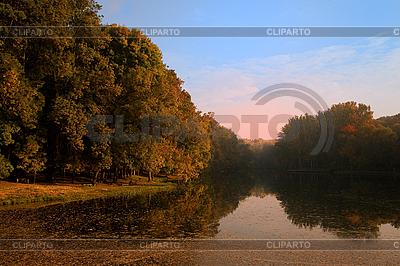 Autumn landscape with lake and fog  | Foto stockowe wysokiej rozdzielczości |ID 3023445