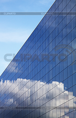 Nowoczesny budynek biurowy i błękitne niebo refleksji | Foto stockowe wysokiej rozdzielczości |ID 3023449