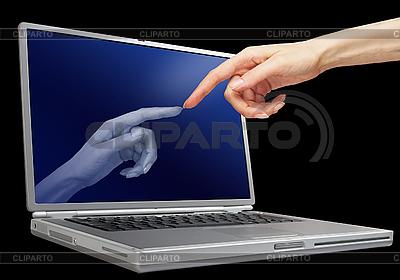 女人的手触摸笔记本电脑显示器 | 高分辨率照片 |ID 3019827