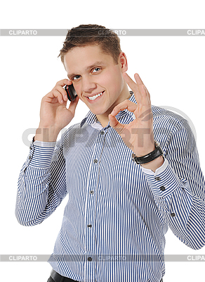 Улыбающийся молодой человек разговаривает по телефону | Фото большого размера |ID 3021624