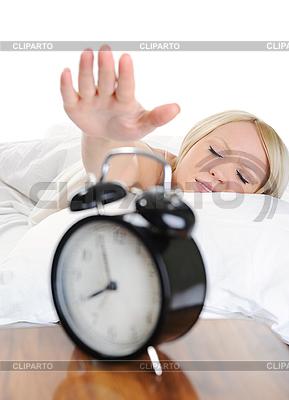 Schlafende Frau schaltet den Alarm aus | Foto mit hoher Auflösung |ID 3021679