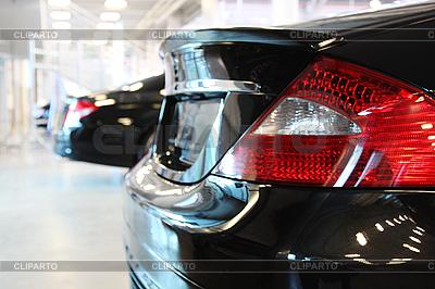Czarny samochód, widok z tyłu | Foto stockowe wysokiej rozdzielczości |ID 3022750