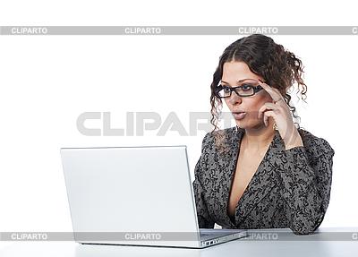 Schöne Geschäftsfrau liest Nachrichte | Foto mit hoher Auflösung |ID 3023070