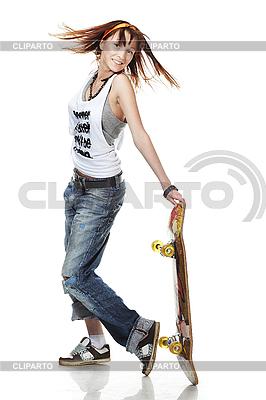 스케이트 보드와 웃는 소녀 서 | 높은 해상도 사진 |ID 3023922