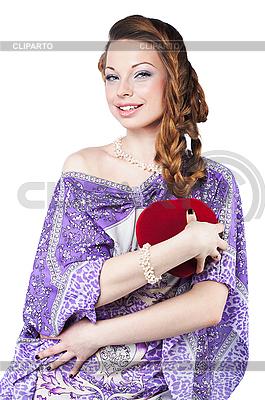 Piękny romantyczny kobieta trzyma czerwone serce | Foto stockowe wysokiej rozdzielczości |ID 3024254