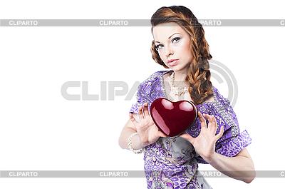 美丽浪漫的女人拿着暗红色的心 | 高分辨率照片 |ID 3024258