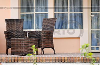 Korbmöbel auf der Terrasse | Foto mit hoher Auflösung |ID 3026407