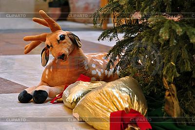 Hirsche-Ызшудяугп unter dem Weihnachtsbaum | Foto mit hoher Auflösung |ID 3094391