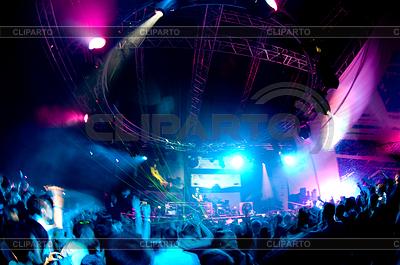 Ludzi zabawy na koncercie | Foto stockowe wysokiej rozdzielczości |ID 3284508