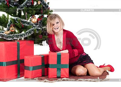 Szczęśliwa kobieta z prezenty | Foto stockowe wysokiej rozdzielczości |ID 3039653