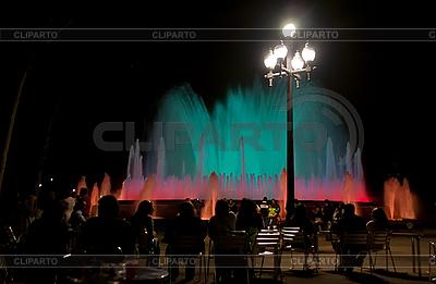 밤에 바르셀로나에서 유명한 몬 주익 분수 | 높은 해상도 사진 |ID 3039887