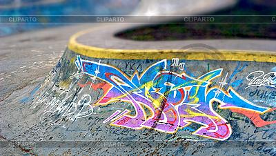 Graffiti an Ramp in Donezk | Foto mit hoher Auflösung |ID 3040088