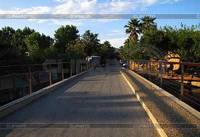 Straße in einer kleinen Stadt im Sommer | Foto mit hoher Auflösung |ID 3044903