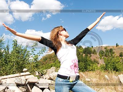 Mädchen mit Händen nach oben | Foto mit hoher Auflösung |ID 3058033