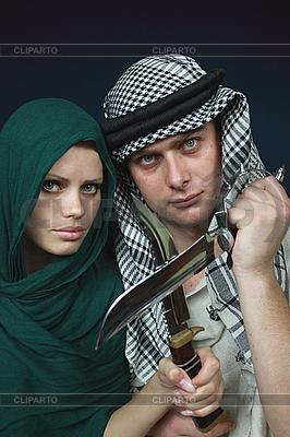 Arabisches Paar mit scharfen Klingen | Foto mit hoher Auflösung |ID 3059864