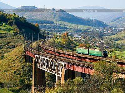 Поезд на железнодорожном мосту | Фото большого размера |ID 3049178