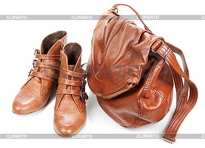 Braune Ledertasche und zwei weibliche Stiefel | Foto mit hoher Auflösung |ID 3066197