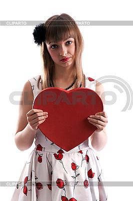 Schönes Mädchen im Kleid mit roter Herz-Box | Foto mit hoher Auflösung |ID 3066333