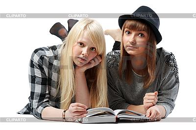 Zwei Mädchen liegt und liest das Buch | Foto mit hoher Auflösung |ID 3066359