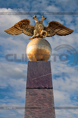 Golden russian two-headed eagle sitting on an orb in | Foto stockowe wysokiej rozdzielczości |ID 3344748