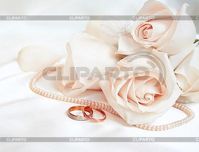 Obrączki i róże | Foto stockowe wysokiej rozdzielczości |ID 3120959