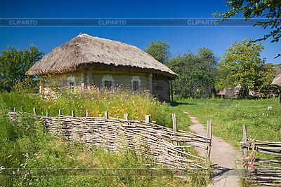 Stare ogrodzenia i ukraińskich wsi dom | Foto stockowe wysokiej rozdzielczości |ID 3072554