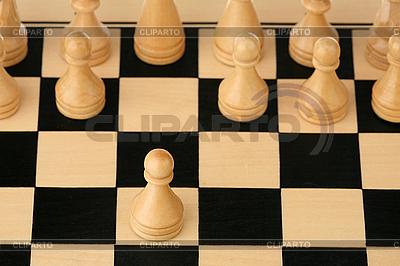 Erster Schritt im Schach | Foto mit hoher Auflösung |ID 3060712