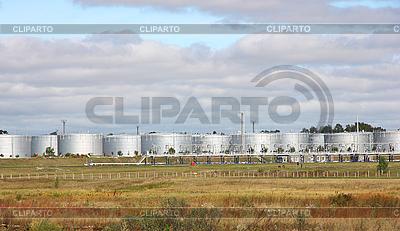 Резервуары нефтехранилища | Фото большого размера |ID 3068622
