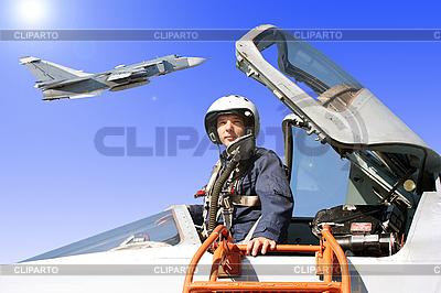 Das Militär Pilot in der Ebene | Foto mit hoher Auflösung |ID 3181146