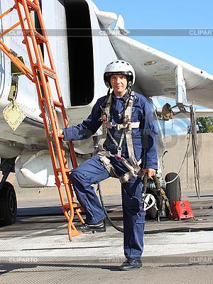 Das Militär Pilot in der Ebene | Foto mit hoher Auflösung |ID 3181169