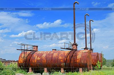 Puste zbiorniki zbiornik | Foto stockowe wysokiej rozdzielczości |ID 3081057