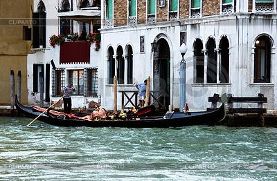 Wenecka gondola i gondolier | Foto stockowe wysokiej rozdzielczości |ID 3233082
