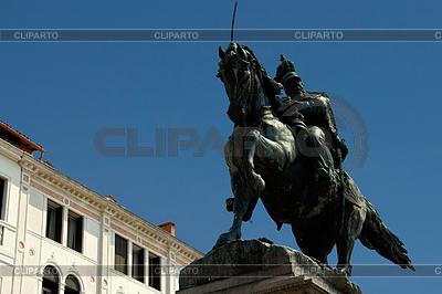 Rzeźba jeźdźca na nabrzeżu weneckim. Włochy | Foto stockowe wysokiej rozdzielczości |ID 3233586