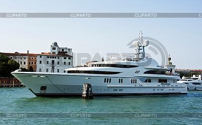 Morski jacht w kanale w Wenecji | Foto stockowe wysokiej rozdzielczości |ID 3233727