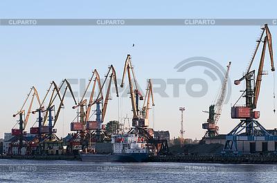Корабль и краны в морском порту | Фото большого размера |ID 3083727