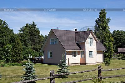 Wiejski dom drewniany | Foto stockowe wysokiej rozdzielczości |ID 3088793