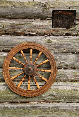 Spinnrad an der Wand | Foto mit hoher Auflösung |ID 3106114