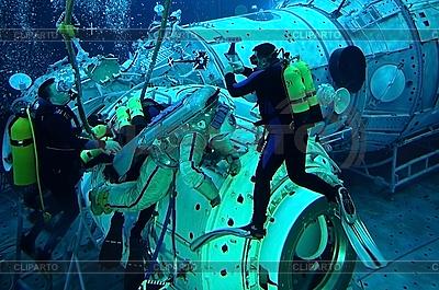 Astronaut Michael Barratt w puli Hydrolab | Foto stockowe wysokiej rozdzielczości |ID 3106214