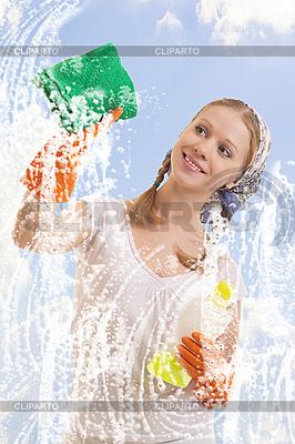 Młoda kobieta mycia okien | Foto stockowe wysokiej rozdzielczości |ID 3123668