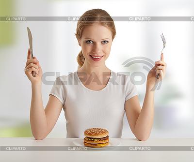 Czas kolacji. młoda kobieta z nożem i widelcem | Foto stockowe wysokiej rozdzielczości |ID 3280159