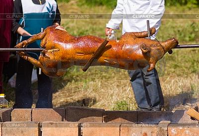 жареная свинья фото